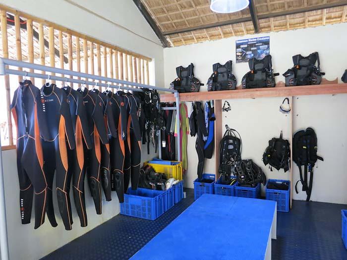 BABDR-gear-room